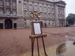 royal birth announcement will be taken by police escort to buckingham palace and displayed on an easel... the same way news of william's arrival was released