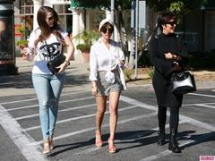 the kardashian clan (sans kim) take a family froyo break